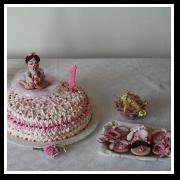 torta con cake topper e biscotti